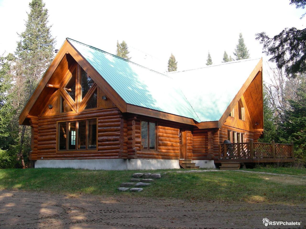 Chalet louer chalet de bois rond val des lacs for Camp en bois rond