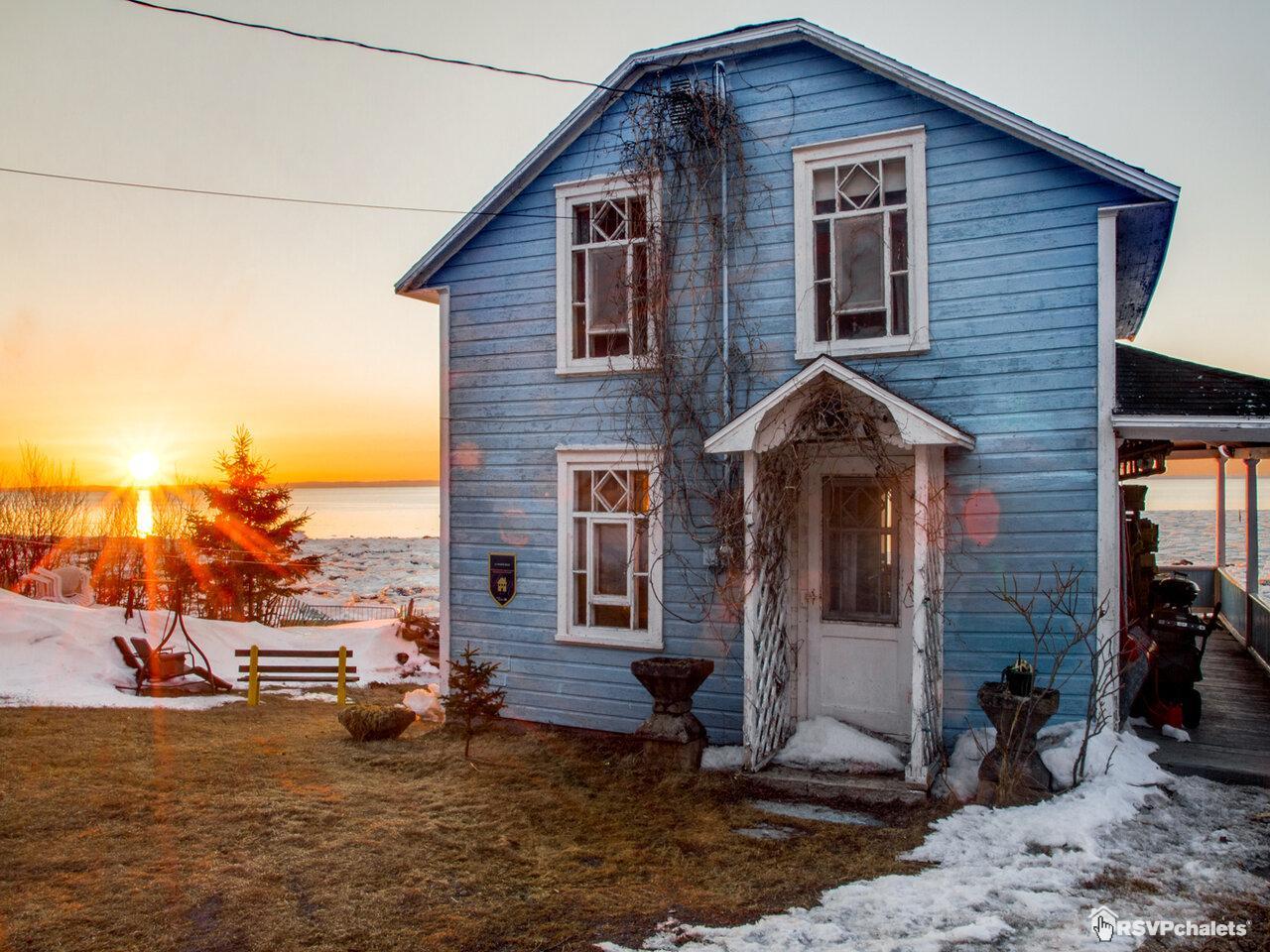 Chalet louer la maison bleue st fabien sur mer bas saint laurent - Decoratie mansard kamer volwassene ...