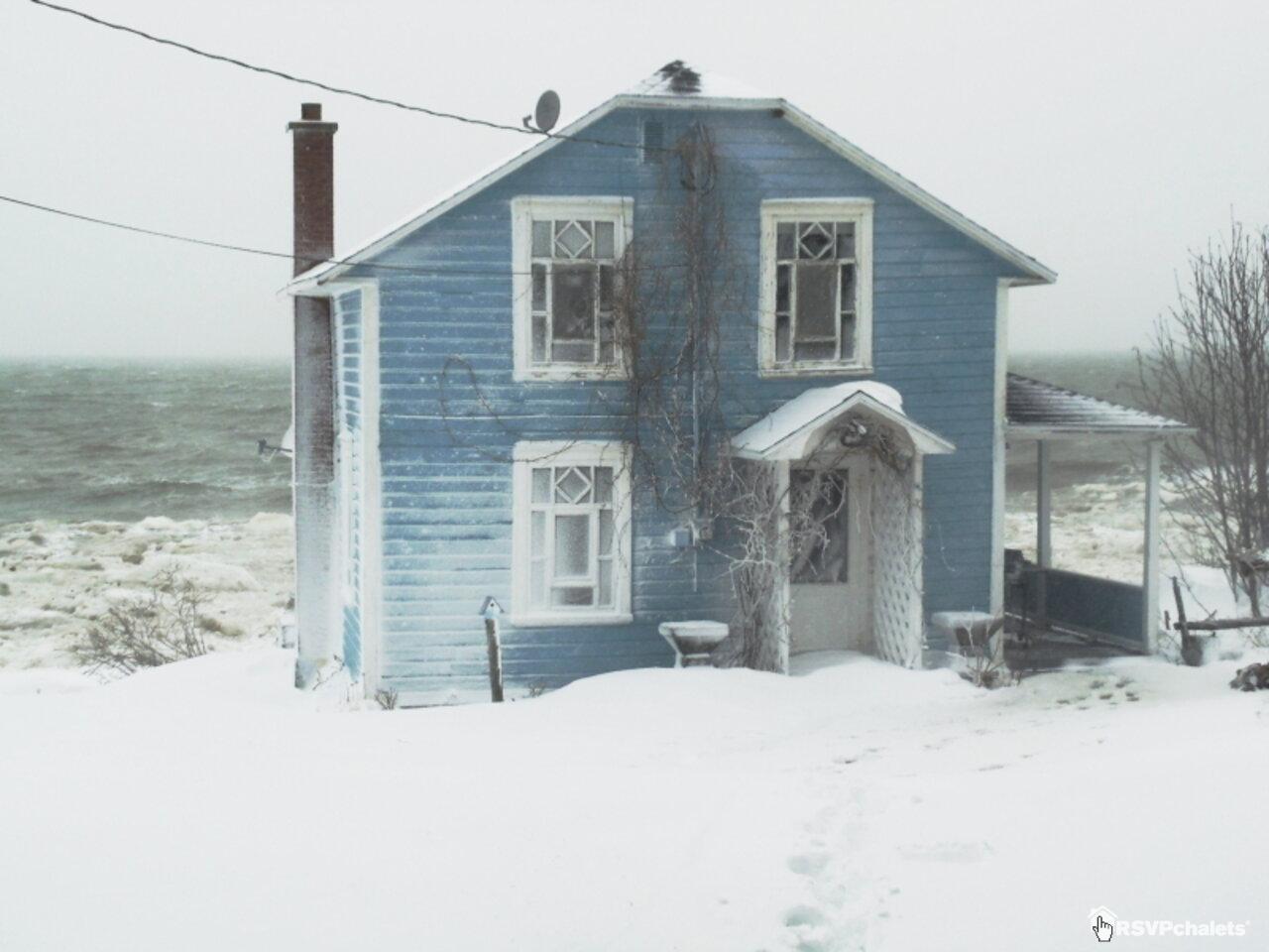 Chalet louer la maison bleue st fabien sur mer bas saint laurent for Canada maison a louer