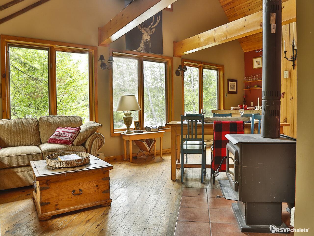 chalet louer le rustique tremblant mont tremblant laurentides. Black Bedroom Furniture Sets. Home Design Ideas