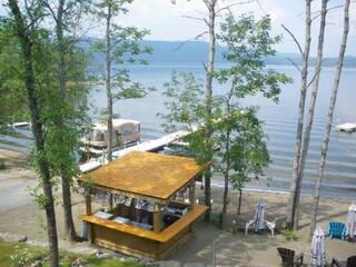 Chaletcondo sur le Lac