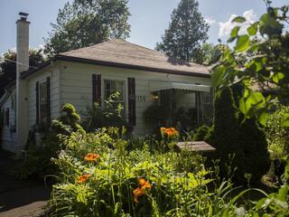 Cozy Niagara-on-the-Lake Cottage