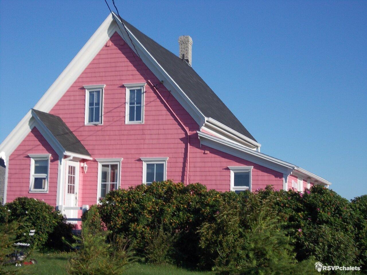chalet louer la maison rose l 39 tang du nord les de la madeleine. Black Bedroom Furniture Sets. Home Design Ideas