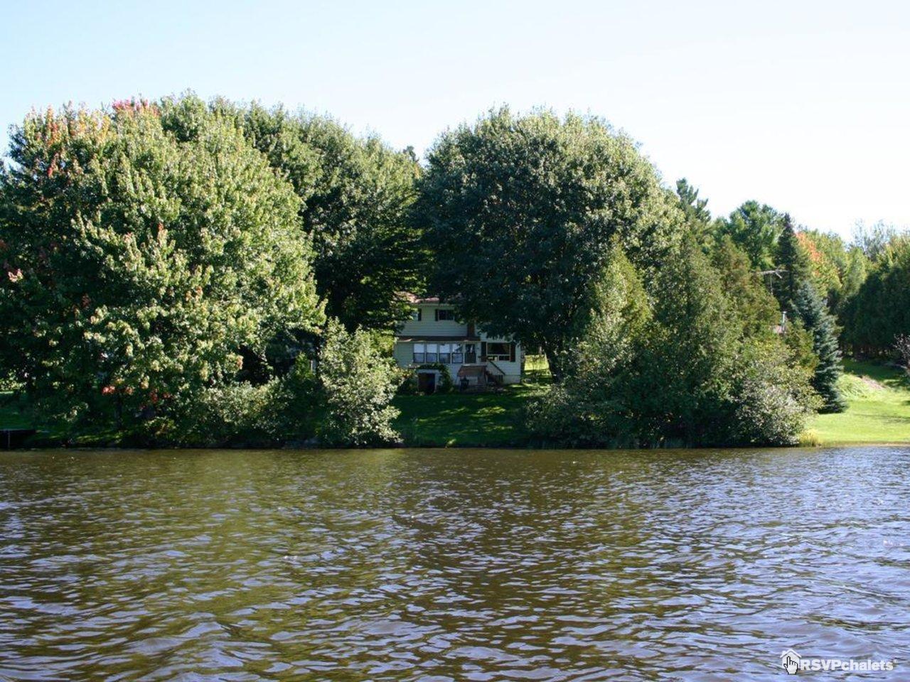 Chalet louer la maison du lac denison canton de for La maison du lac streaming