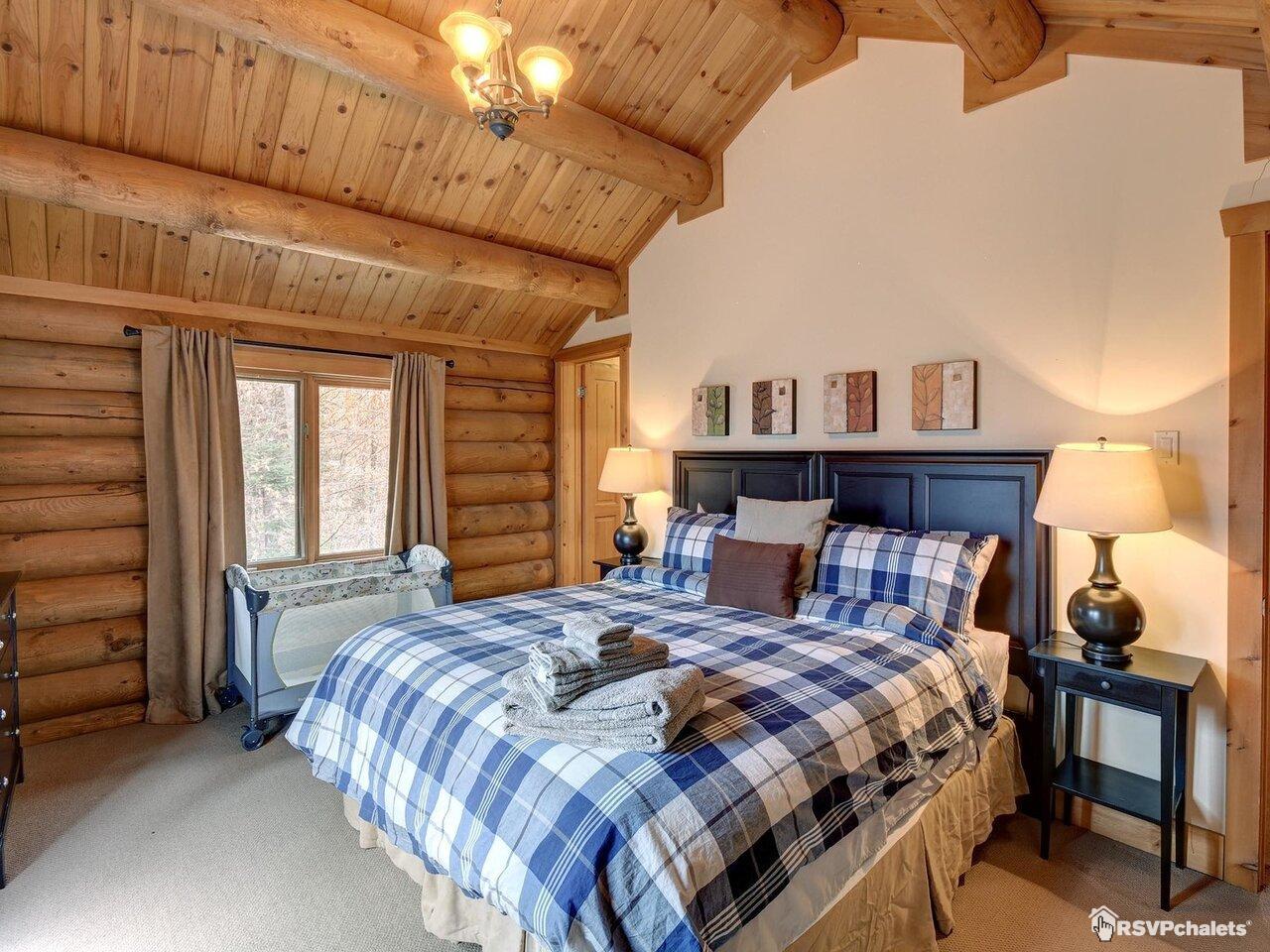Chalet à louer : Chalet 7 Chambres Bord de Lac #030 | Mont-Tremblant ...