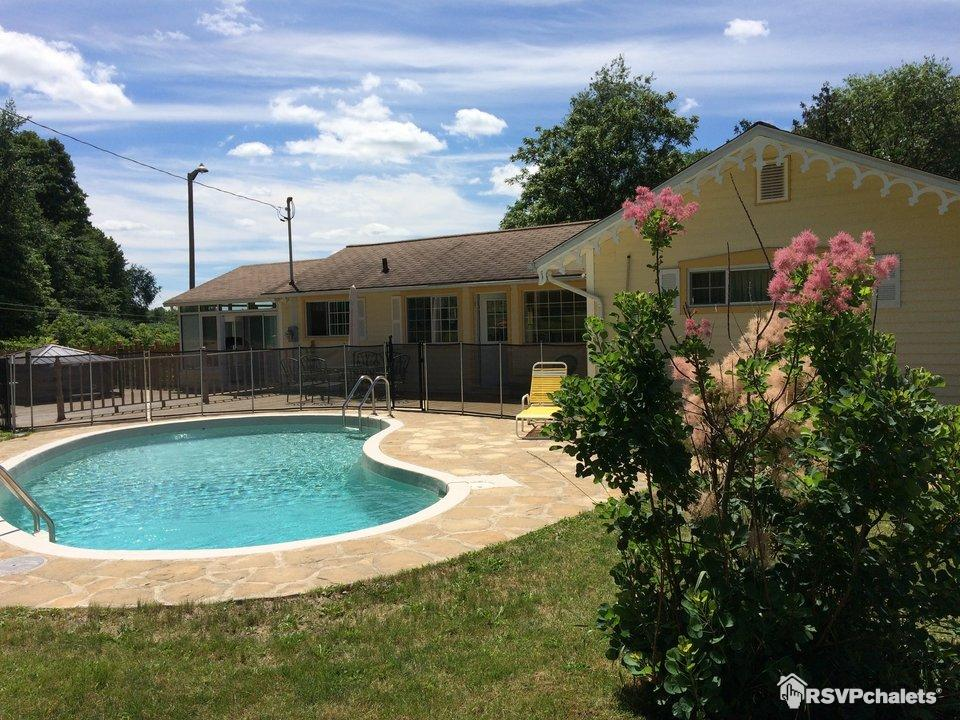 Chalet louer maison spa route des vins dunham dunham for Club piscine cowansville