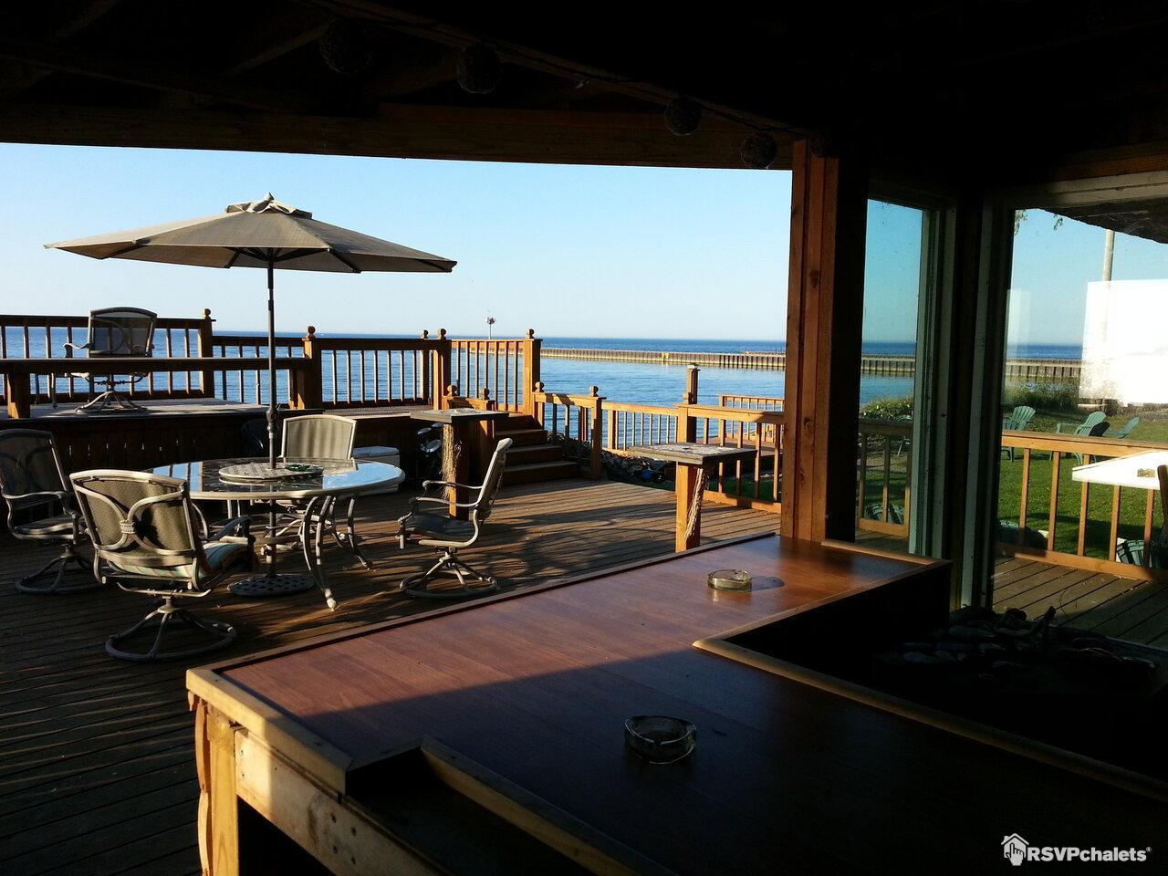 Chalet louer beachfront vacation cottages olcott for Chalet a louer avec piscine intrieure