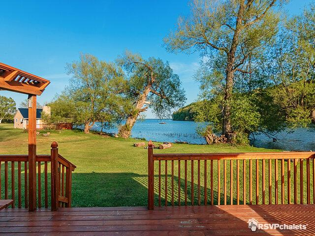 Pleasant Cottage For Rent Sparrow 2 Bedroom Picton Lake Ontario Download Free Architecture Designs Viewormadebymaigaardcom