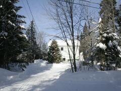 cottage-rental_lakefront-chalet-with-spa-and-beach_99536