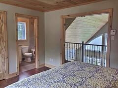 cottage-rental_cedar-point-luxury-lakefront-chalet_120925
