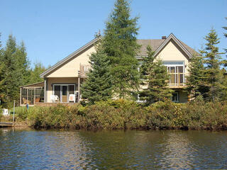 Lakefront Chalet 4 Bdrm Spa 14 Pers