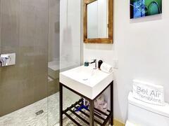 cottage-rental_bel-airjacuzzi-sauna-restaurants_126411