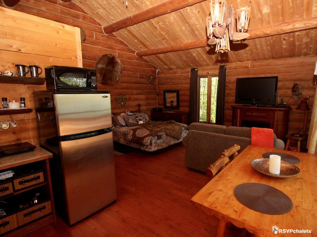Chalet louer les chalets enchant s spa priv st for Salon 86 shawinigan